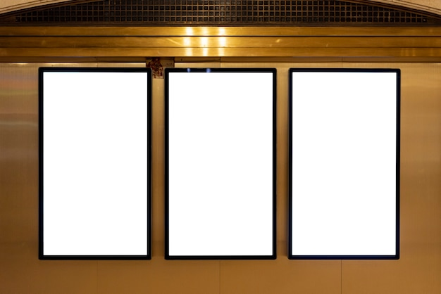 Макет рекламных щитов на стене