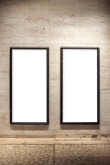 壁のモックアップ看板