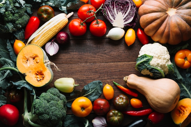 Ассорти из осенних овощей с копией пространства