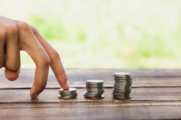 貯金コインで遊び心のある手