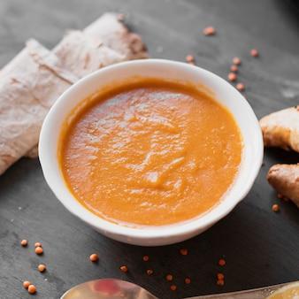 クローズアップおいしいインドのスープ