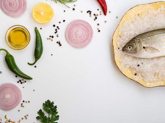 トップビュー生魚の調味料