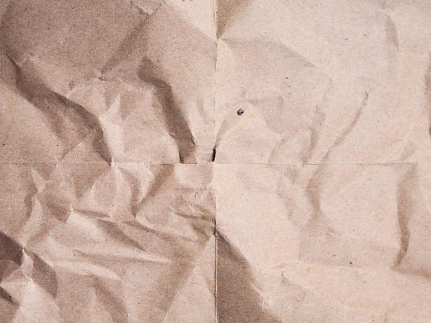 クローズアップベージュのしわくちゃの紙の背景