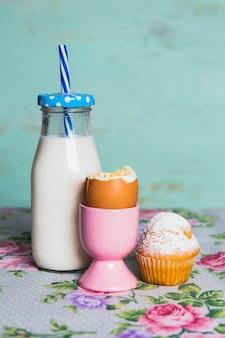 イングリッシュエッグとミルクの栄養朝食