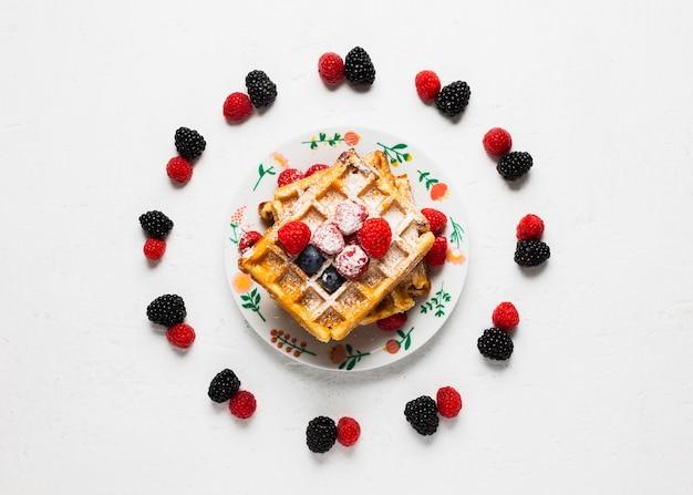 ワッフルとビンテージの朝食コンセプト