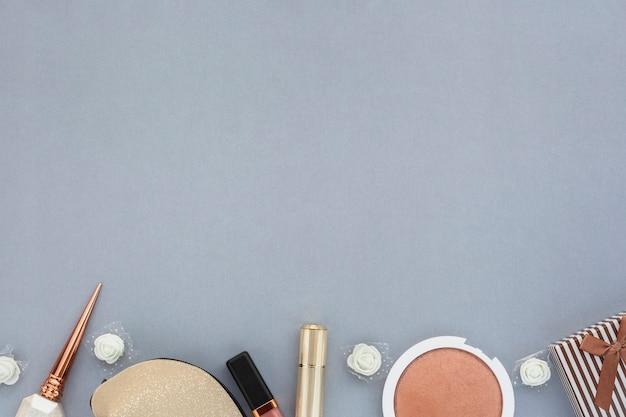顔の美容製品とフラットレイフレーム