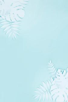 コピースペースを持つ紙のスタイルからの光の青い人工葉