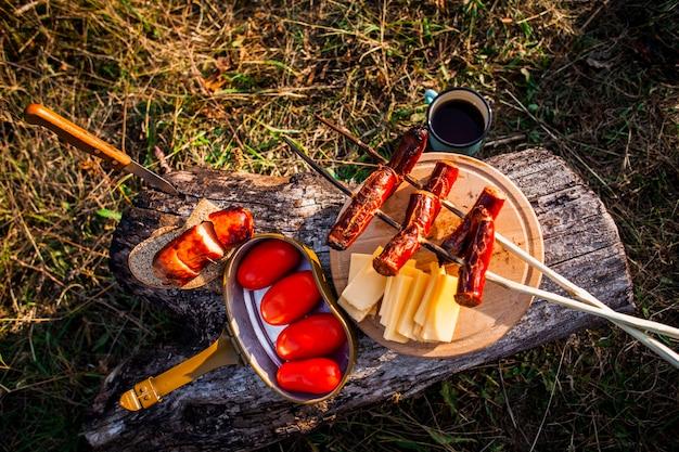 キャンプ日のトップビューの食事