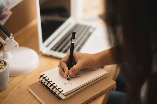 クローズアップ手書きのノート