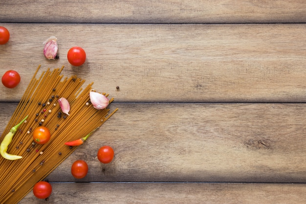 パスタと野菜のコピースペース