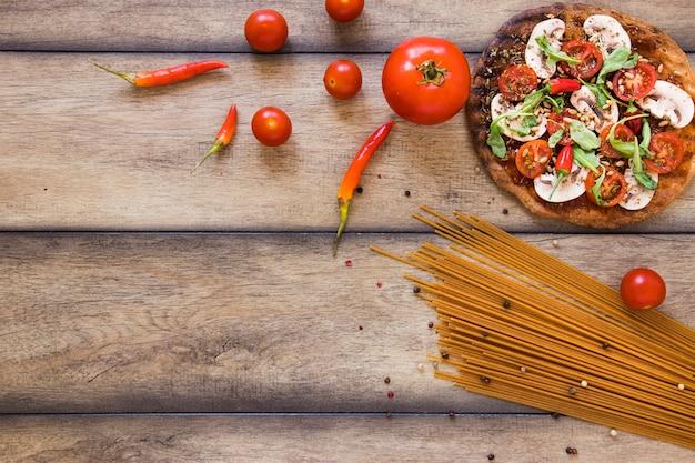トップビューパスタと野菜のコピースペース