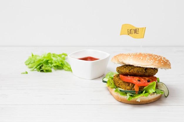 正面の野菜ハンバーガー