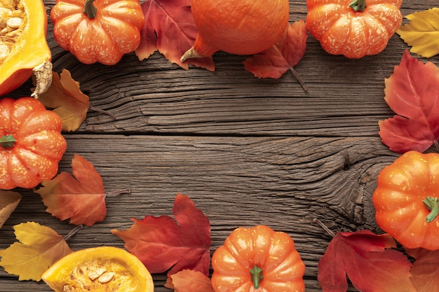 木製の背景の上に食物と一緒にビューの品揃えの上