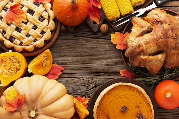 おいしい感謝祭の食べ物とフラットレイアウトフレーム