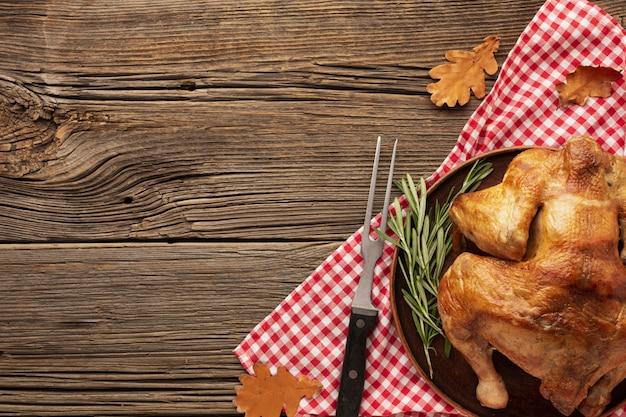 トルコと木製のテーブルとフラットレイアウトフレーム