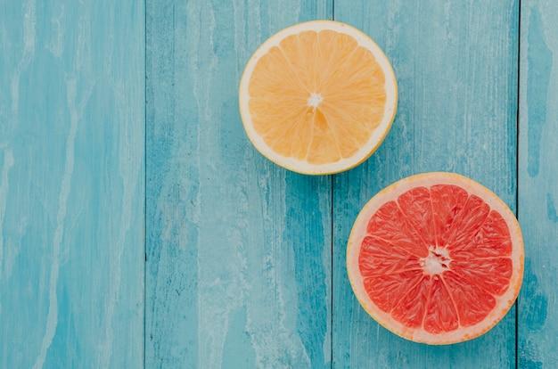 Вид сверху свежий грейпфрут и лимон
