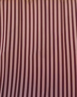 赤とピンクのストライプのカラフルなパターン
