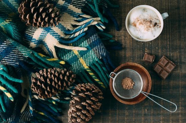 チョコレートとトップビューコーヒーカップ