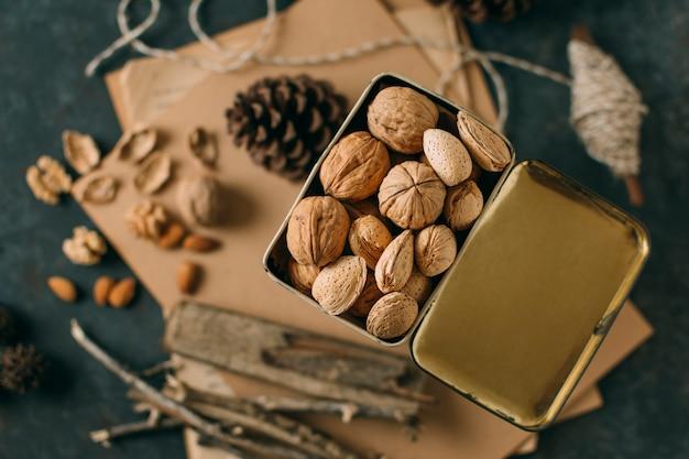 Макро орехи с расфокусированным фоном