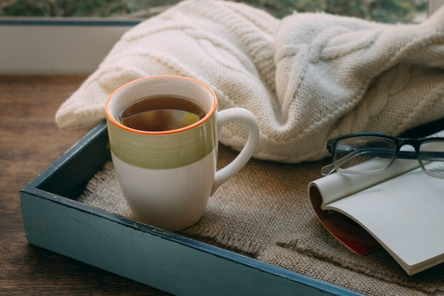 毛布でお茶のクローズアップカップ