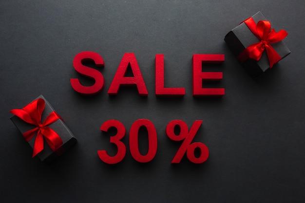Распродажа с тридцатипроцентной скидкой и подарками