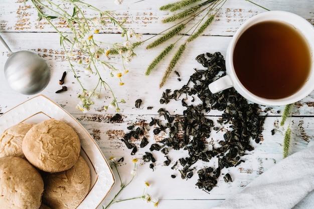 おいしい温かいお茶のための材料の配置