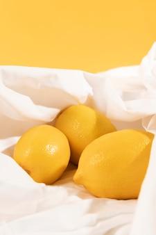 Крупный план здоровых органических лимонов