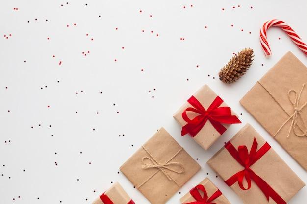 Вид сверху рождественские подарки с копией пространства