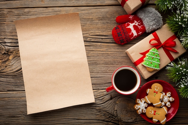 Вид сверху рождественские украшения с макетом
