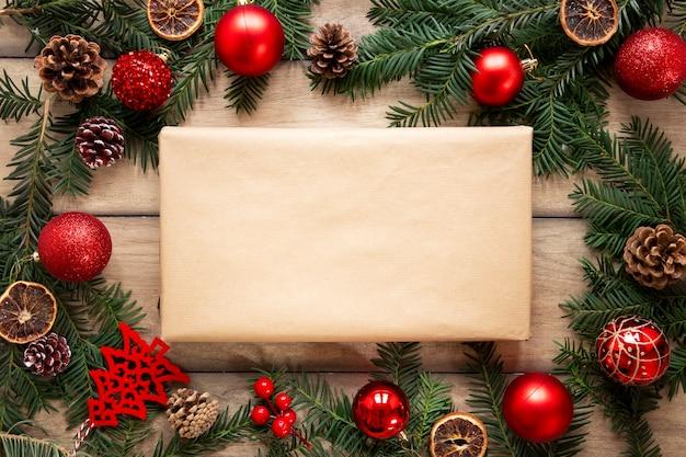 クリスマスデコレーション付きプレゼントボックスモックアップ