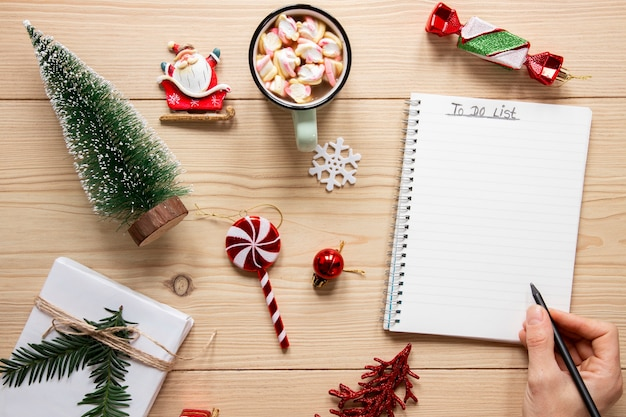 リストのモックアップを行うクリスマスコンセプト