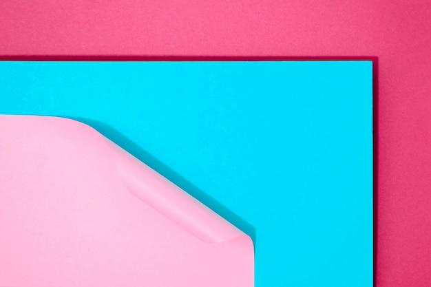 最小限の幾何学的形状と線の紙の束