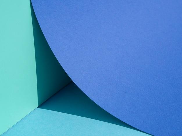 大きな青い紙円のクローズアップの四分の一