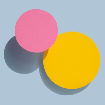 黄色とピンクの抽象的なサークル紙デザイン