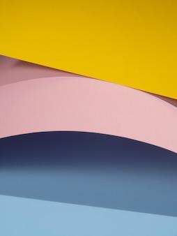 影で抽象的な紙の形の山
