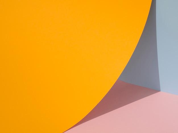 オレンジ色の抽象的な紙の形の影