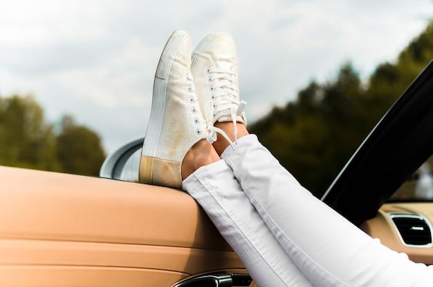 トレンディな靴のクローズアップ