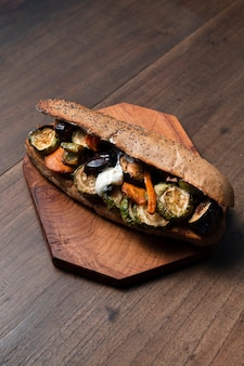 Высокий угол вегетарианский бутерброд