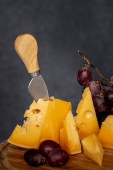 ブドウとクローズアップのおいしいチーズ