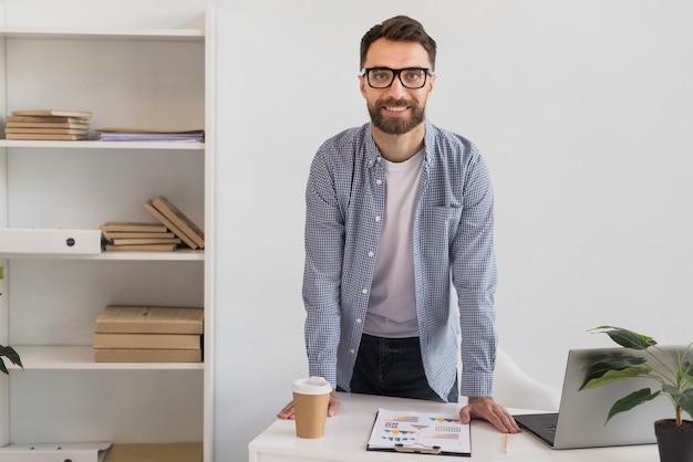 ハンサムな実業家の肖像画
