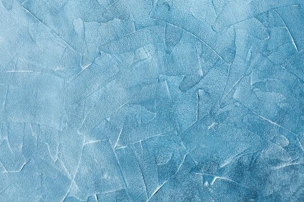 大理石の壁の表面に青い模様のクラック