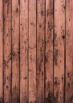 木製の質感にピンクの色合いをペイント