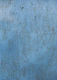 ひびの入った塗装の青い壁のテクスチャ