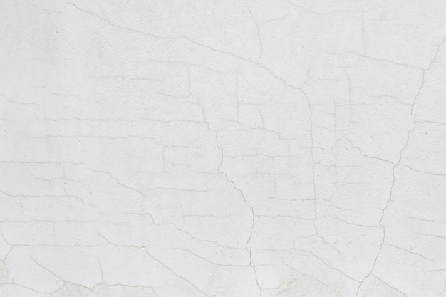 白いひびの入った壁漆喰テクスチャ背景