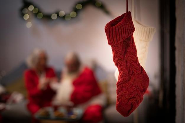 クローズアップの赤と白のクリスマスソックス