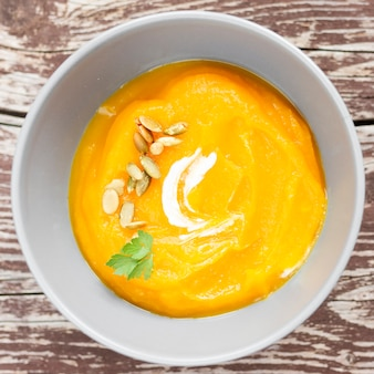 種子のトップビューシンプルなクリームスープ