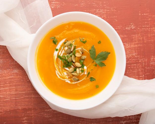 Вкусный крем-суп с семечками и петрушкой