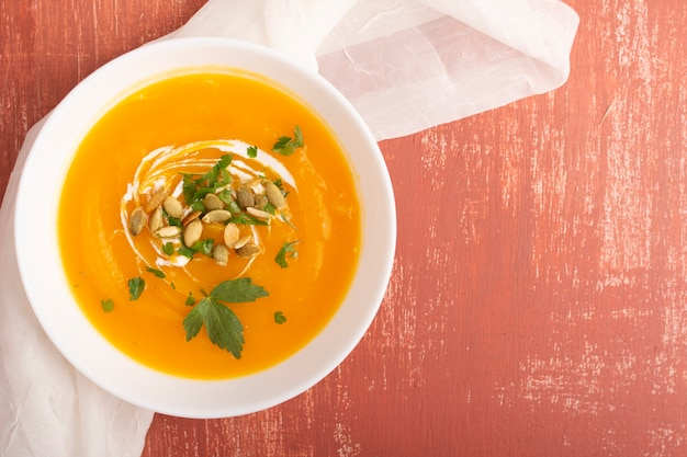 種とパセリのおいしいクリームスープ
