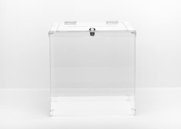 正面の透明投票箱
