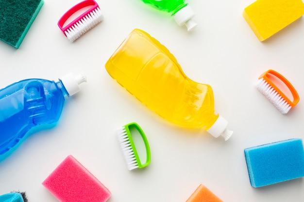 洗浄液とスポンジ